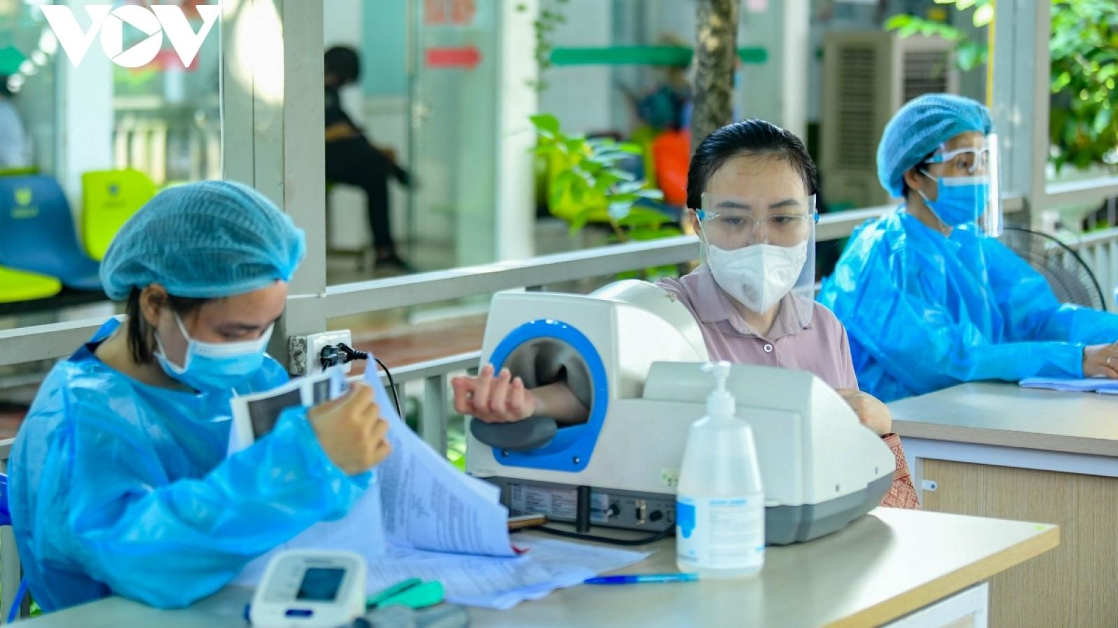 Bộ Y tế đề nghị khẩn trương tiêm vaccine COVID-19 cho phụ nữ mang thai trên 13 tuần