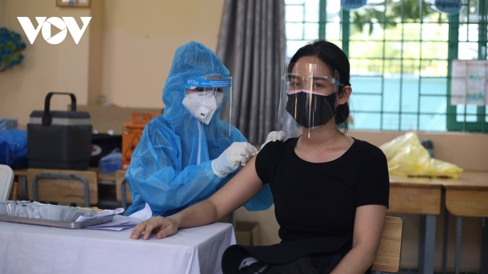Thêm 1,3 triệu liều vaccine Astra Zeneca về Việt Nam và bàn giao cho Bộ Y tế