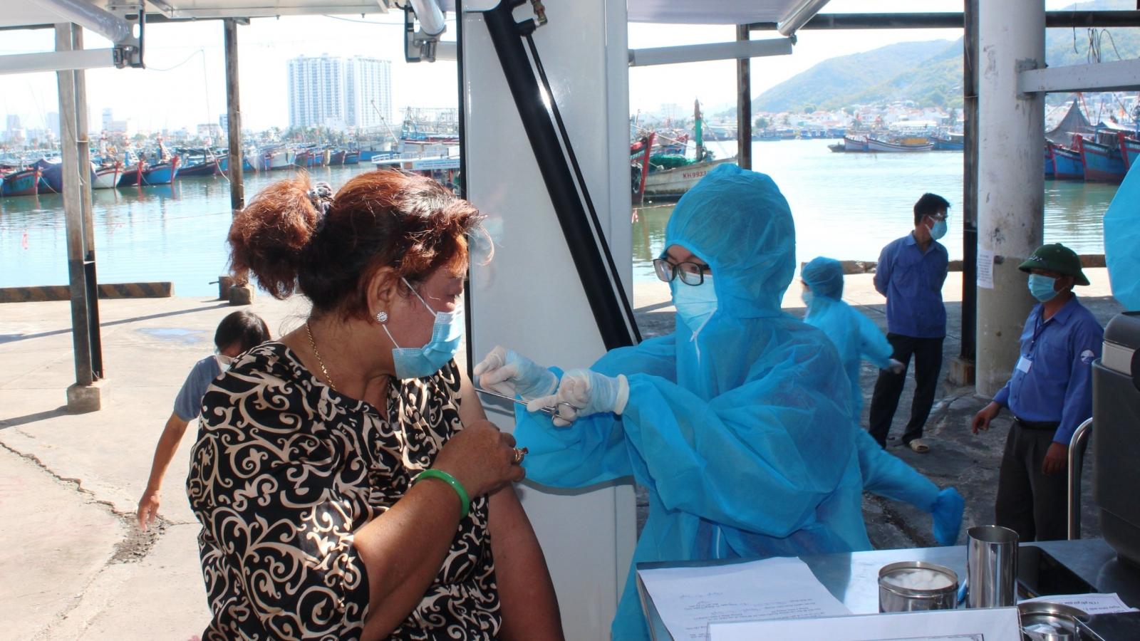 Đến cuối tháng 9, Khánh Hòa sẽ tiêm vaccine (mũi 1) cho 100% người dân từ 18 tuổi trở lên