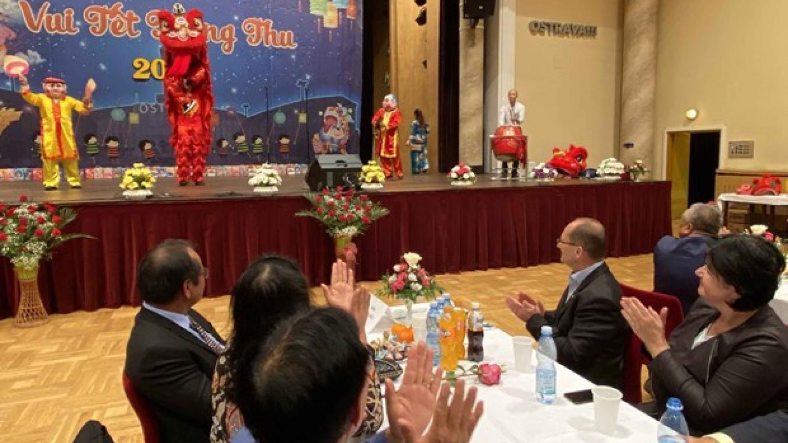 Mid-Autumn Festival organised for Vietnamese children in Ostrava