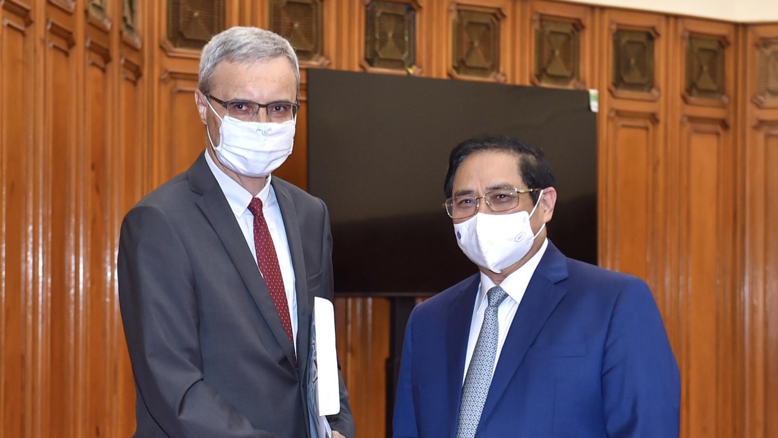 Thủ tướng đề nghị Pháp tăng cường hợp tác y tế, hỗ trợ vaccine cho Việt Nam