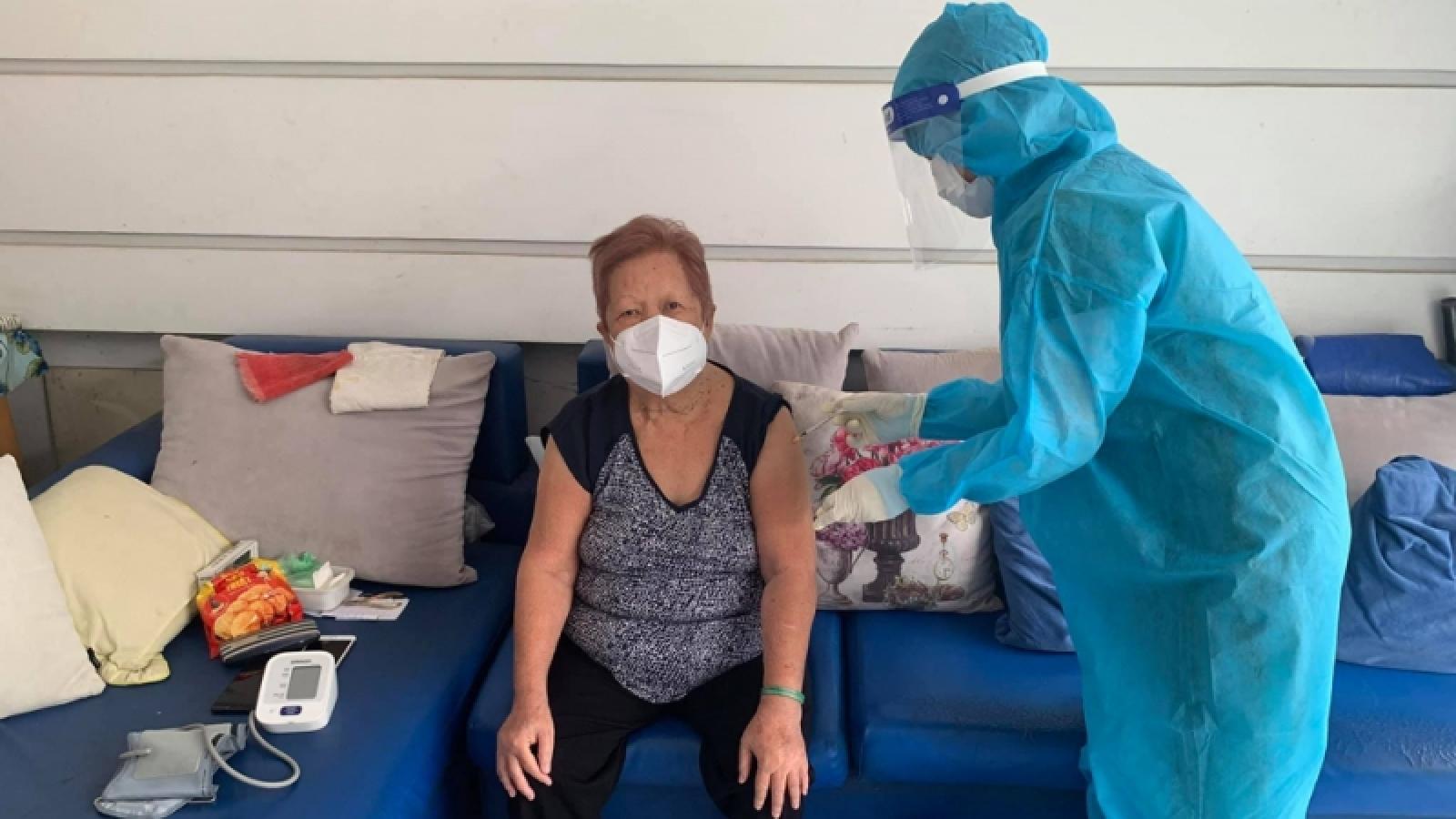 Bình Dương tổ chức tiêm phòngCOVID-19 lưu động cho người già, phụ nữ mang thai