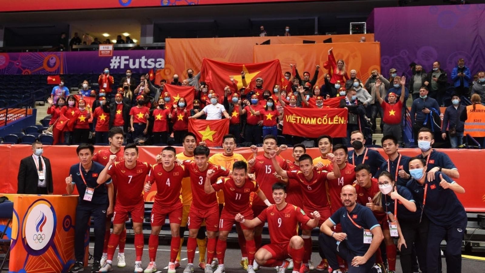 Toàn cảnh ĐT Futsal Việt Nam 2-3 ĐT Futsal Nga: Trận đấu quả cảm chia tay World Cup