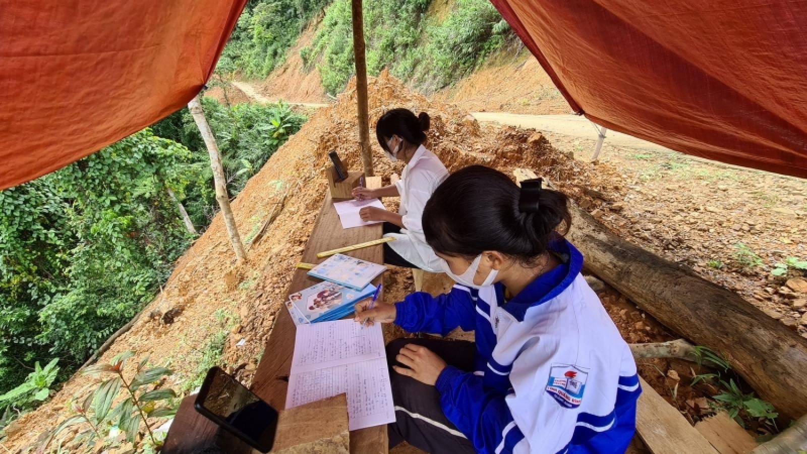 Lên núi dựng lều, bắt sóng học online