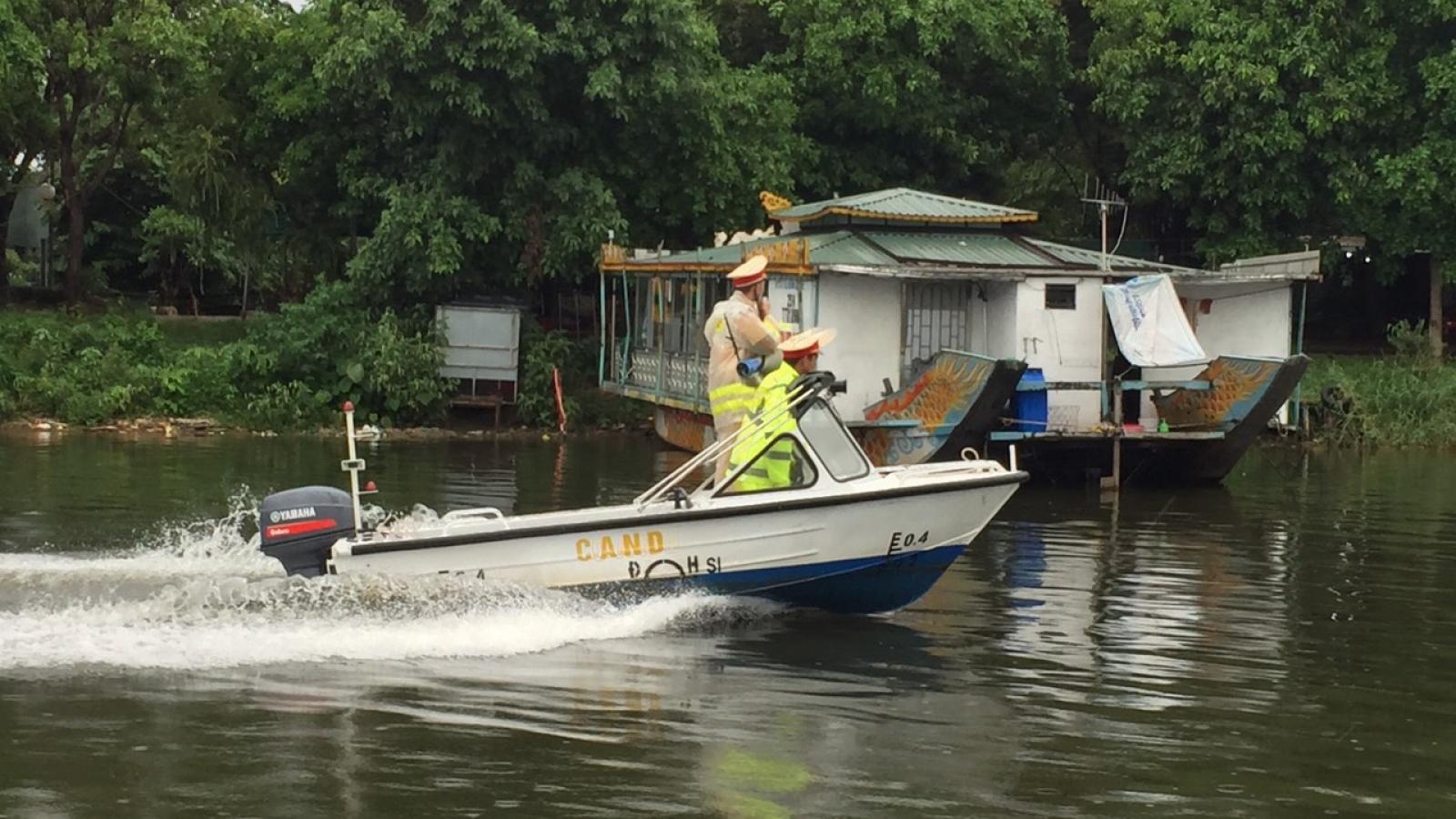 Tuyệt đối không cho tàu thuyền bãi ngang ra biển đánh bắt trước lúc bão vào