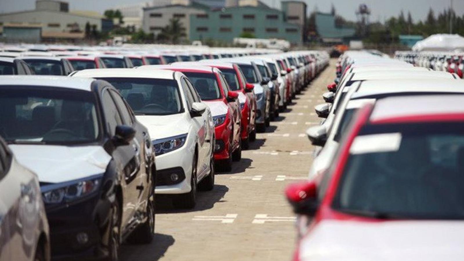 8 tháng qua, ô tô nhập khẩu tăng gần gấp đôi cùng kỳ năm 2020
