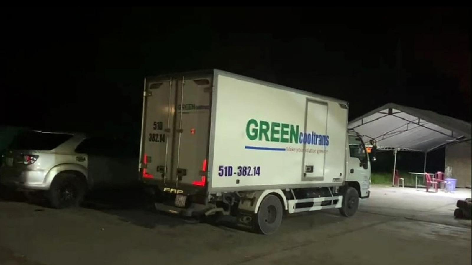 """Nóng 24h: Xe tải nhét 15 người trong thùng đông lạnh để """"thông chốt"""""""