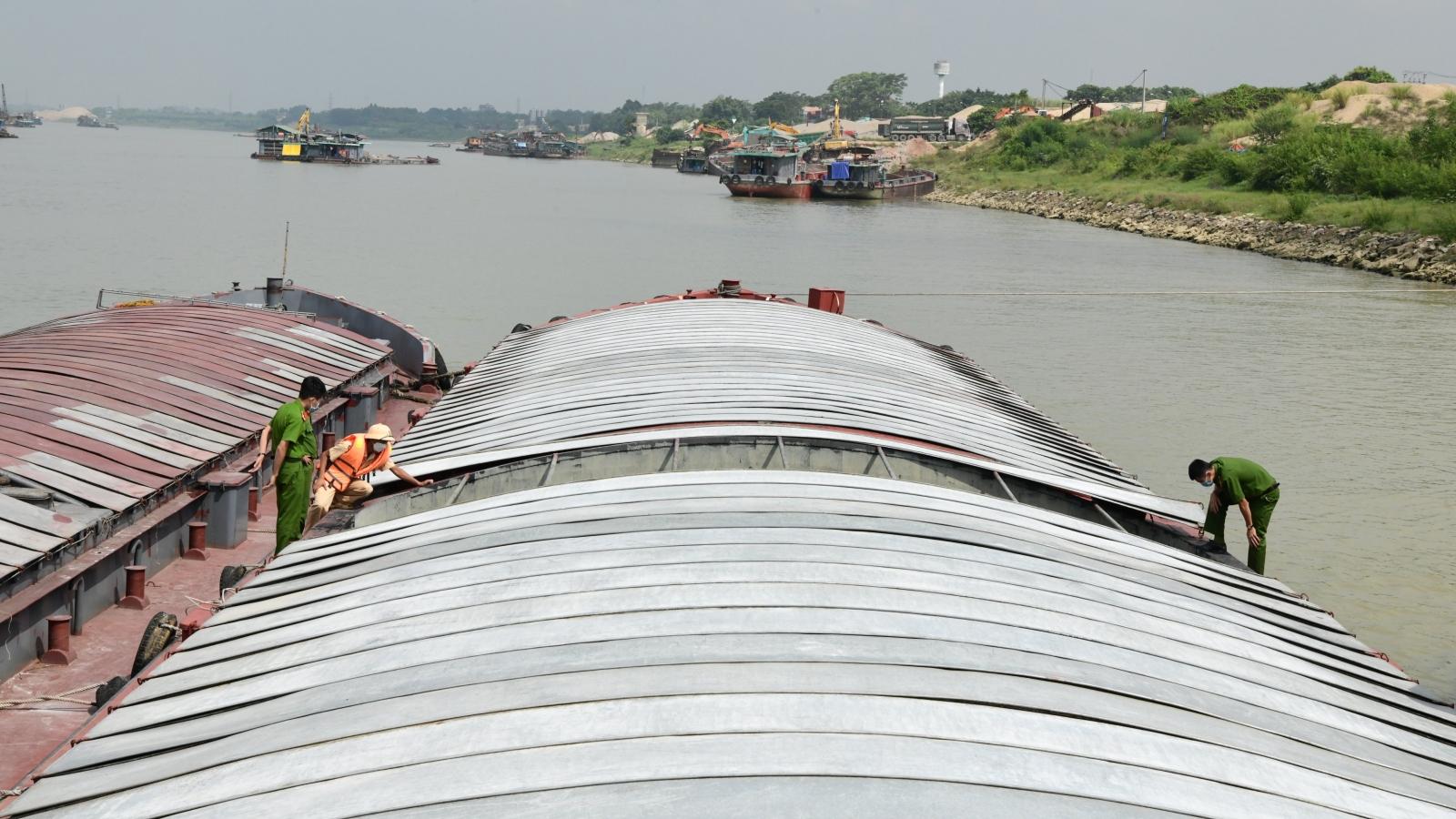 Phát hiện đường dây buôn bán than lậu số lượng lớn trên sông