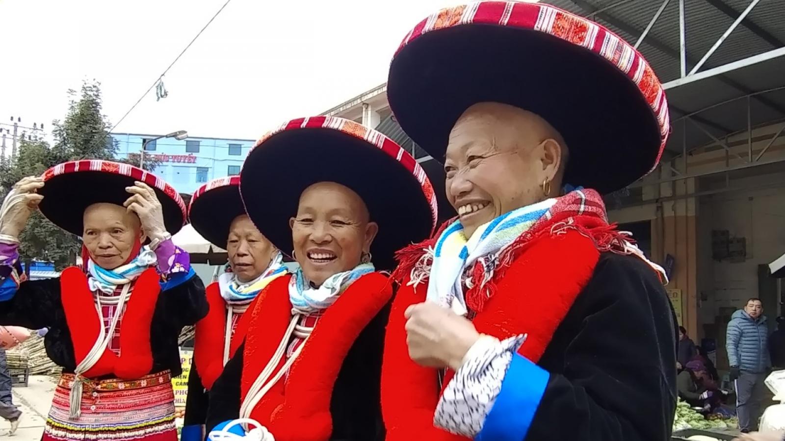 Độc đáo trang phục truyền thống của người Dao đỏ tại Cao Bằng