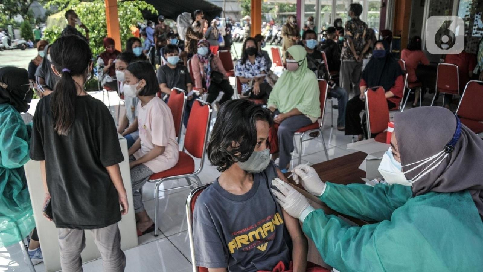 Indonesia và Philippines gần hoàn thành việc tiêm chủng khu vực thủ đô