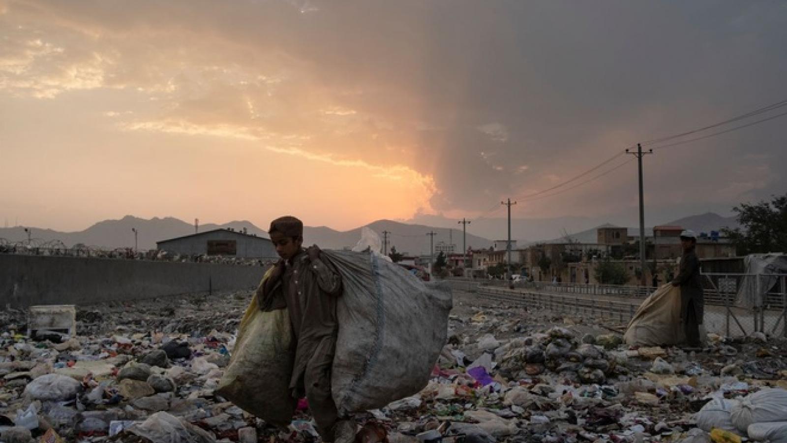 Rơi vào cảnh khốn cùng, nhiều gia đình tại Afghanistan phải bán con trả nợ