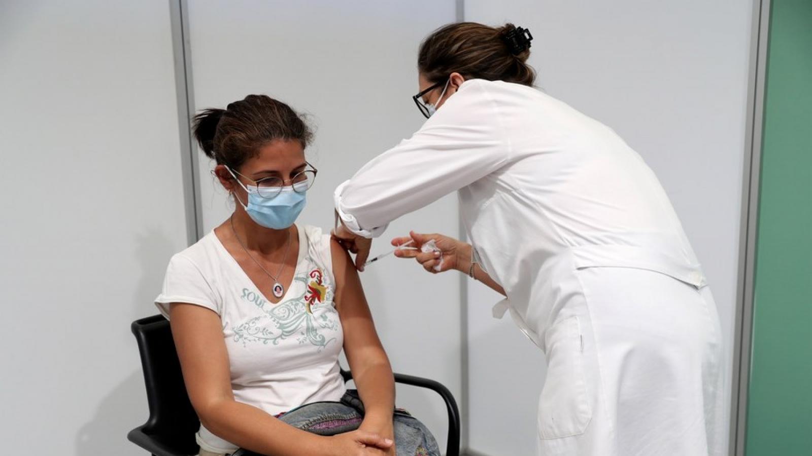 Tỷ lệ tiêm chủng cao, Bồ Đào Nha vẫn thận trọng khi coi Covid-19 là bệnh đặc hữu