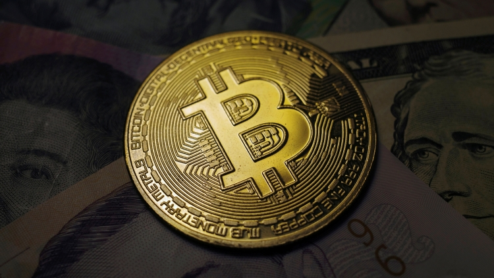 Bitcoin vượt mốc 65.000 USD, mức cao nhất từ trước tới nay