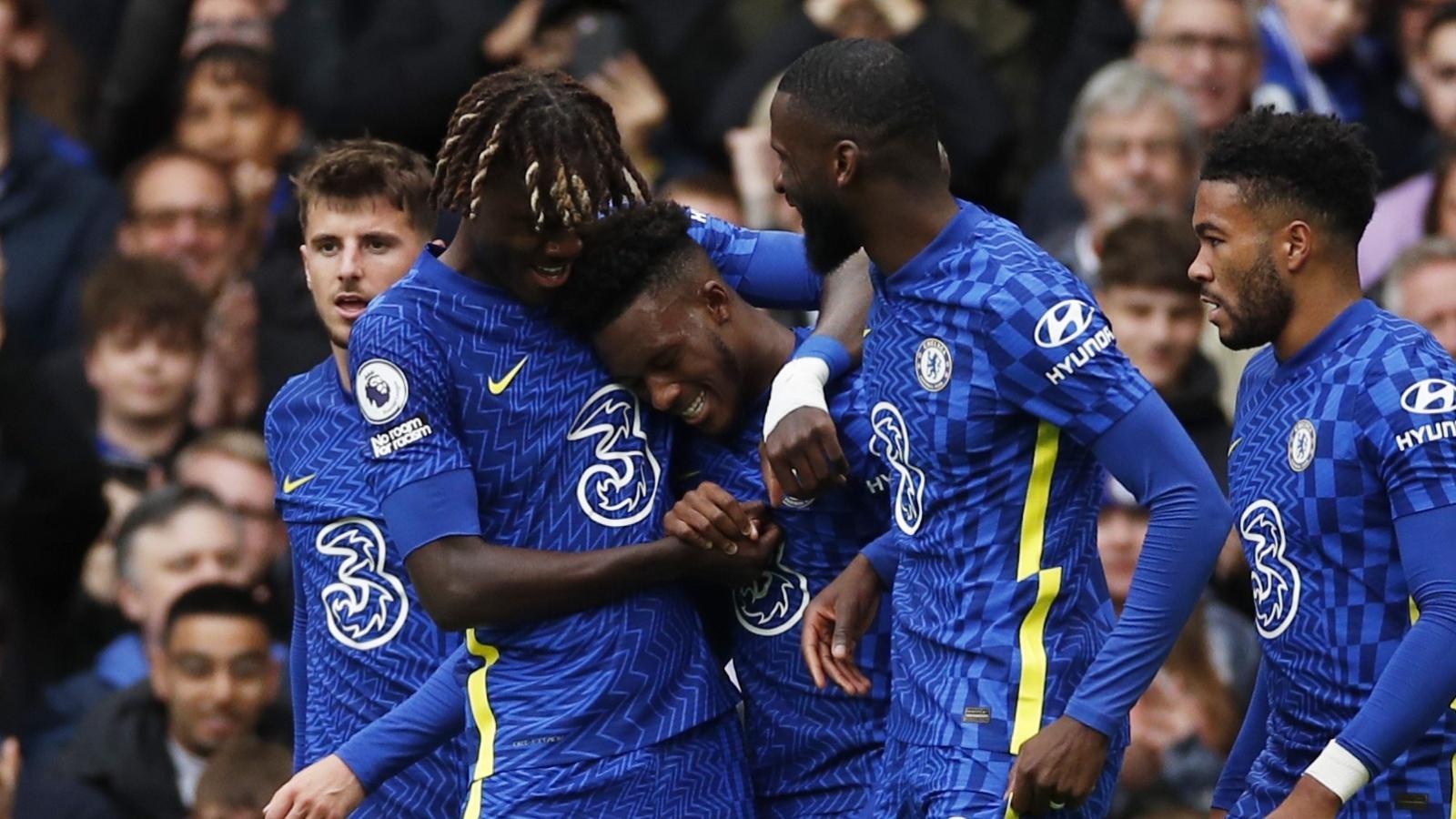 """""""Vùi dập"""" Norwich 7 bàn không gỡ, Chelsea vững ngôi đầu Ngoại hạng Anh"""
