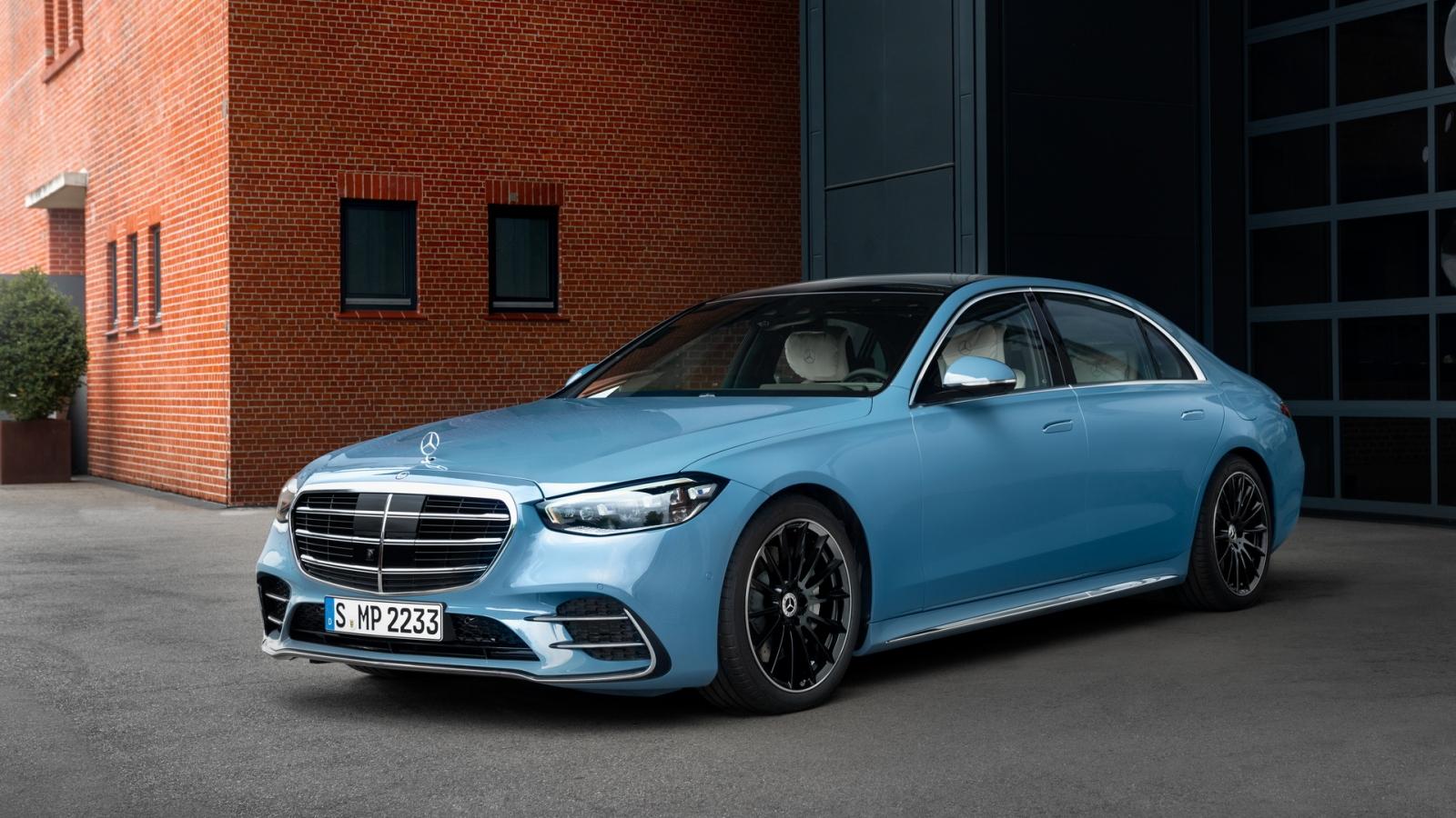 Mercedes-Benz tung gói trang trí cao cấp cho S-Class