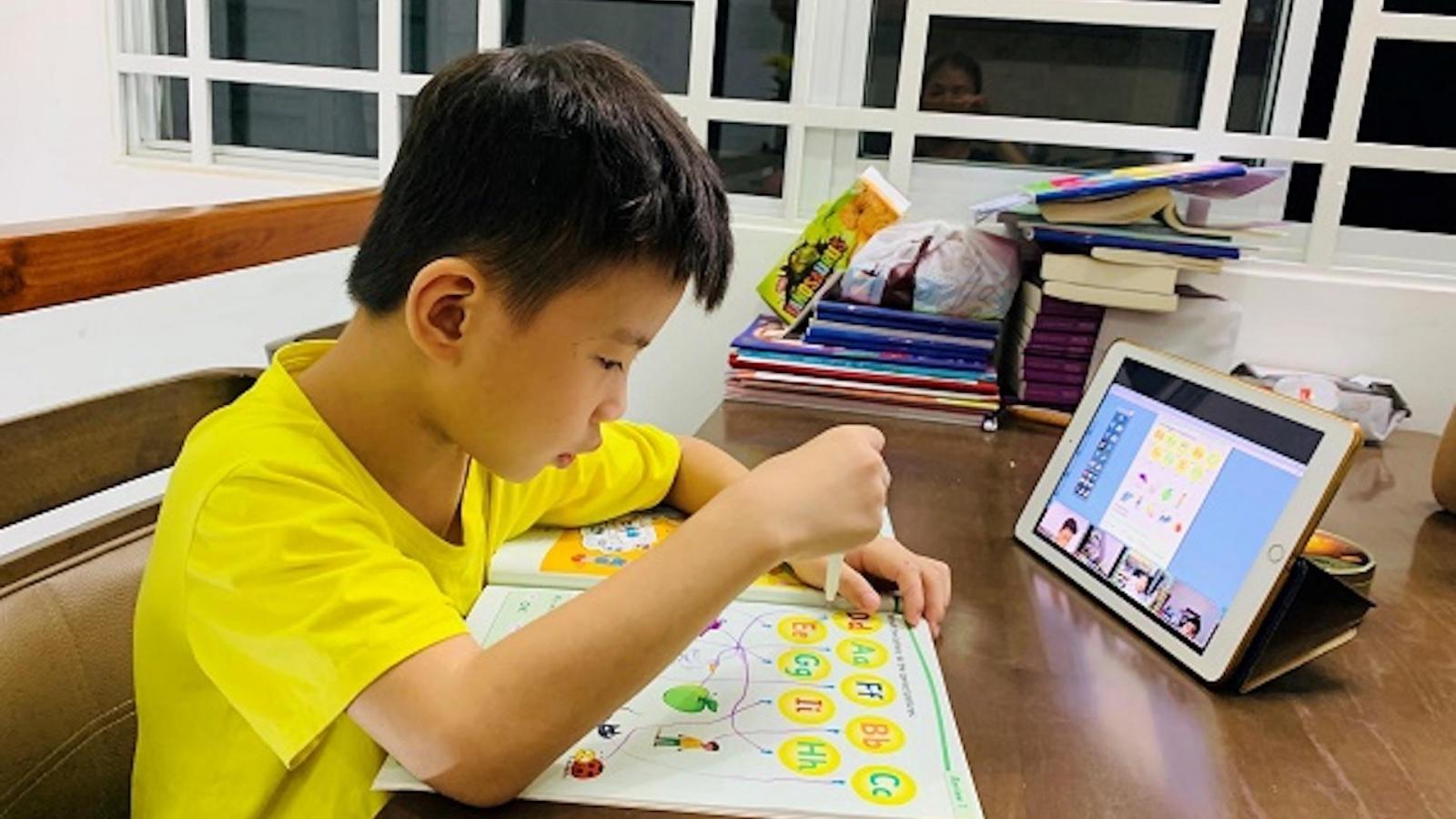 Điện thoại phát nổ khi trẻ học online, phòng tránh cách nào?