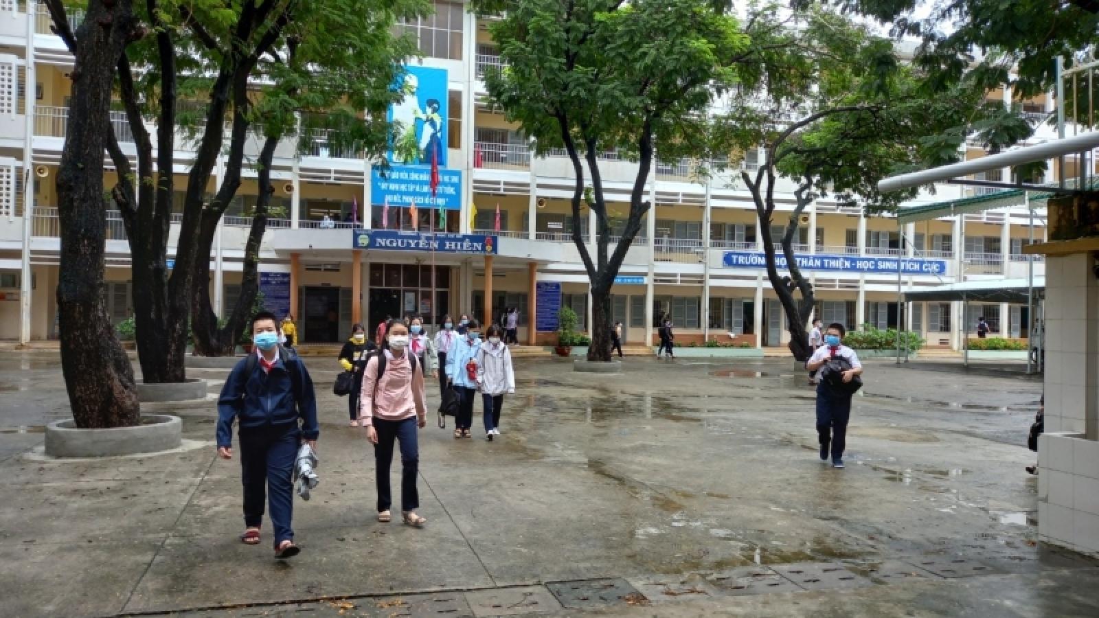 Học sinh toàn tỉnh Khánh Hòa nghỉ học để ứng phó với áp thấp nhiệt đới, bão