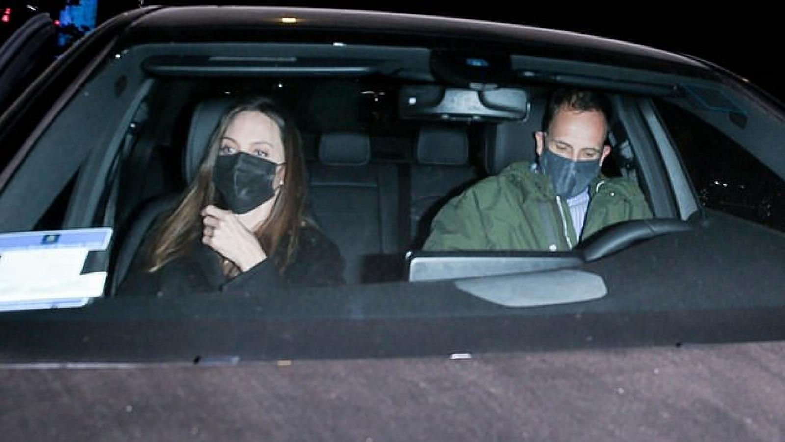 Angelina Jolie hẹn hò ăn tối cùng chồng cũ ở Mỹ