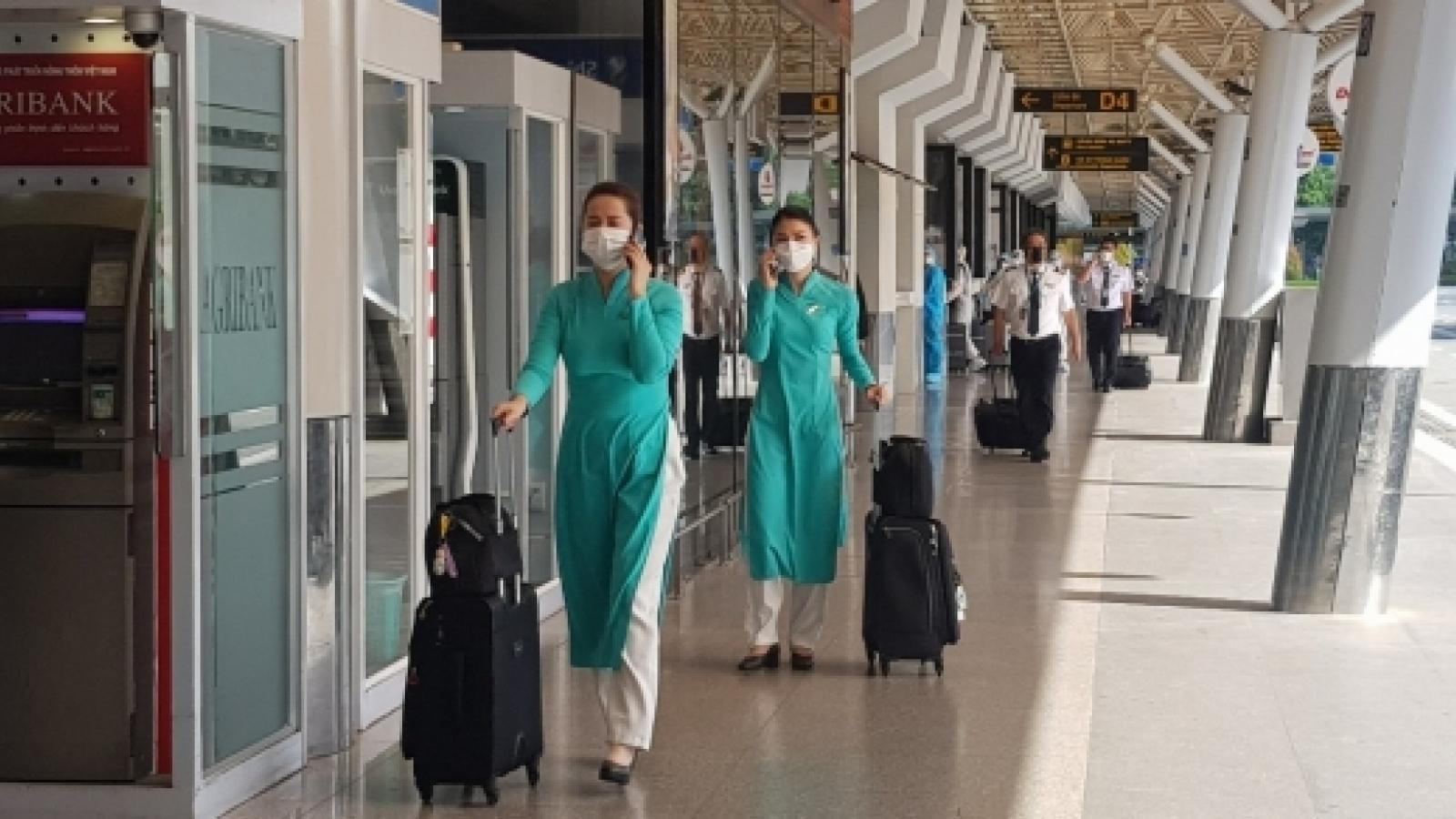 Sân bay Tân Sơn Nhất ngày đầu tiên khôi phục bay nội địa