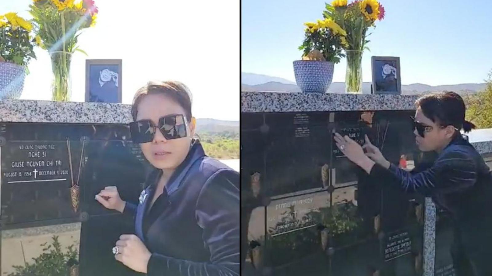 Chuyện showbiz: Việt Hương nghẹn ngào khi lần đầu đến thăm mộ cố nghệ sĩ Chí Tài