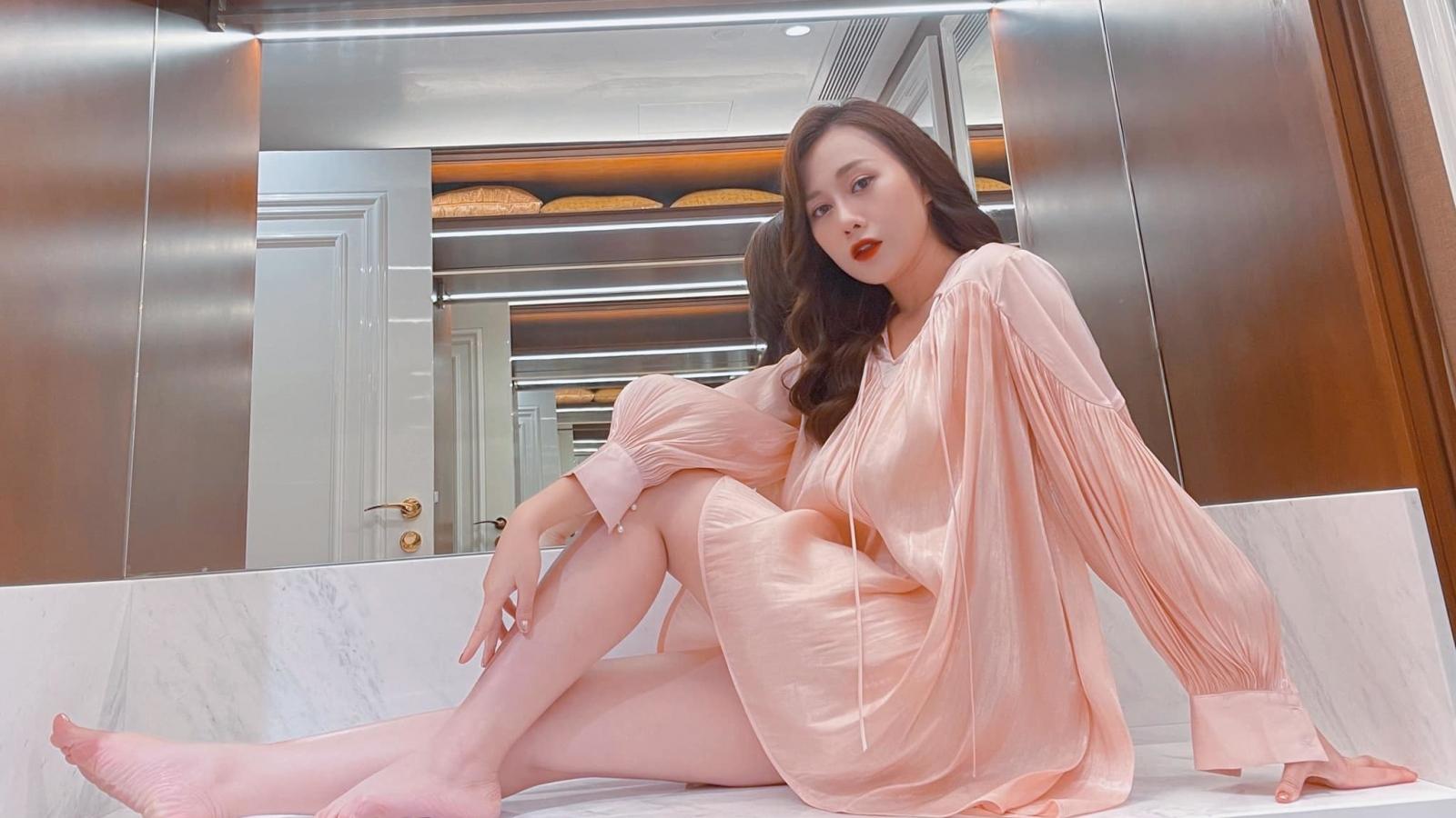 """Chuyện showbiz: Phương Oanh nhuận sắc sau khi chia tay """"Hương vị tình thân"""""""