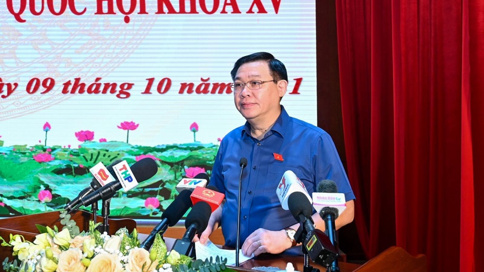 Chủ tịch Quốc hội Vương Đình Huệ tiếp xúc cử tri tại thành phố Hải Phòng