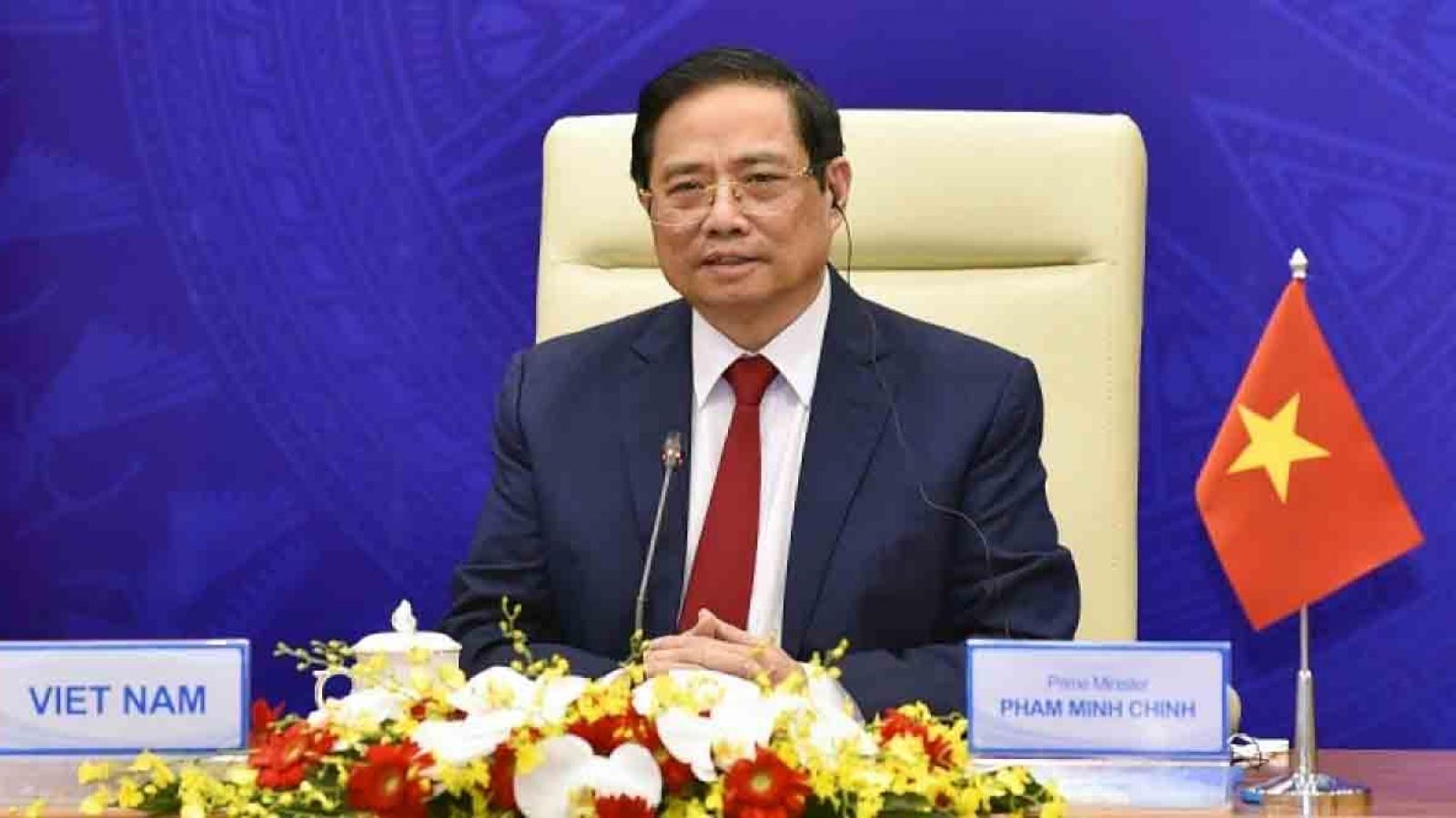 Vietnam diversifies energy sources, focuses on renewable energy, says PM