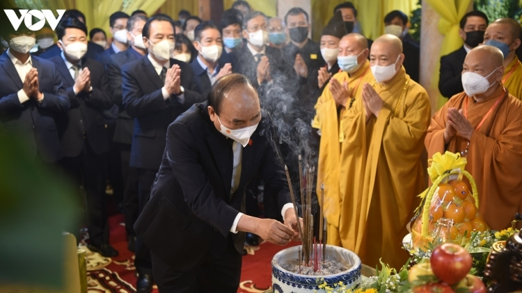 State President pays tribute to Buddhist Sangha leader