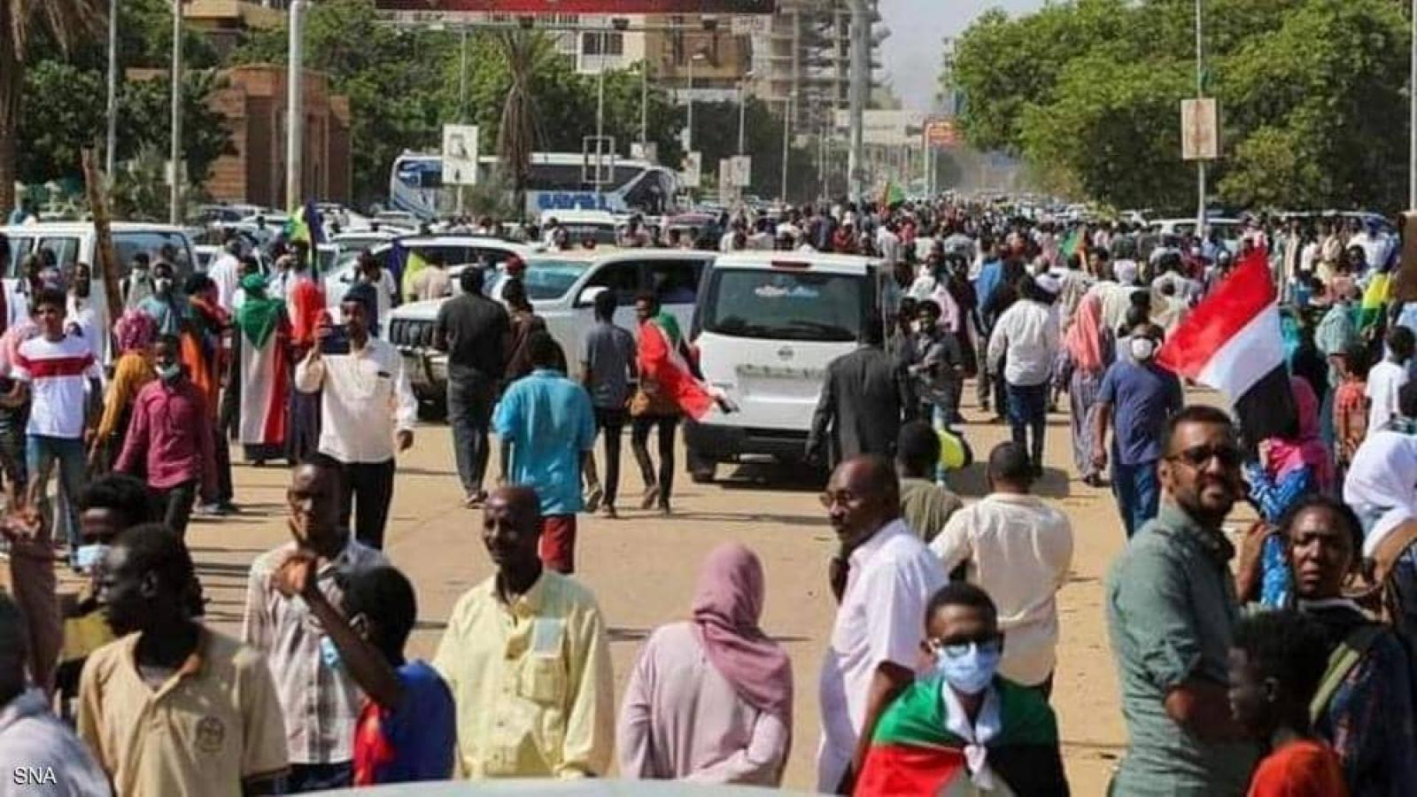 Hàng nghìn người biểu tình ở thủ đô Khartoum (Sudan) yêu cầu thành lập chính phủ