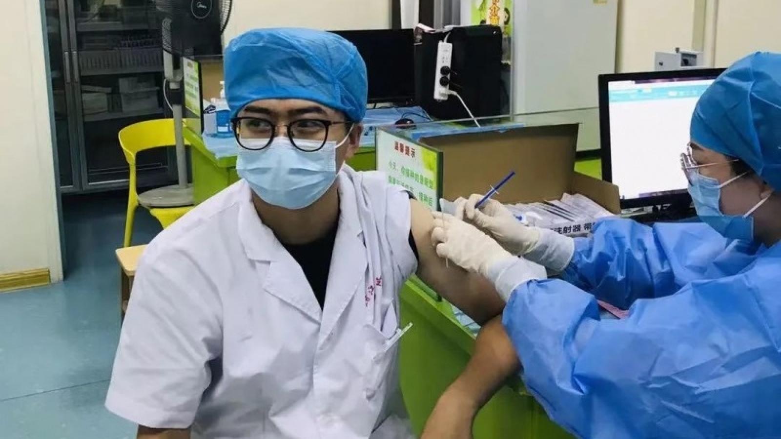 Ít nhất 9 tỉnh Trung Quốc tiêm mũi vaccine Covid-19 tăng cường