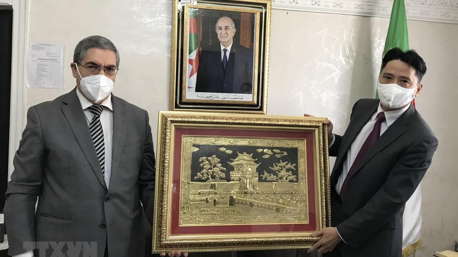 Vietnam seeks to strengthen trade ties with Algeria