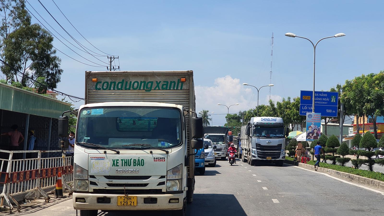 """Xe tải ra vào thành phố Đà Nẵng: """"Trên nói một đường, dưới làm một nẻo"""""""