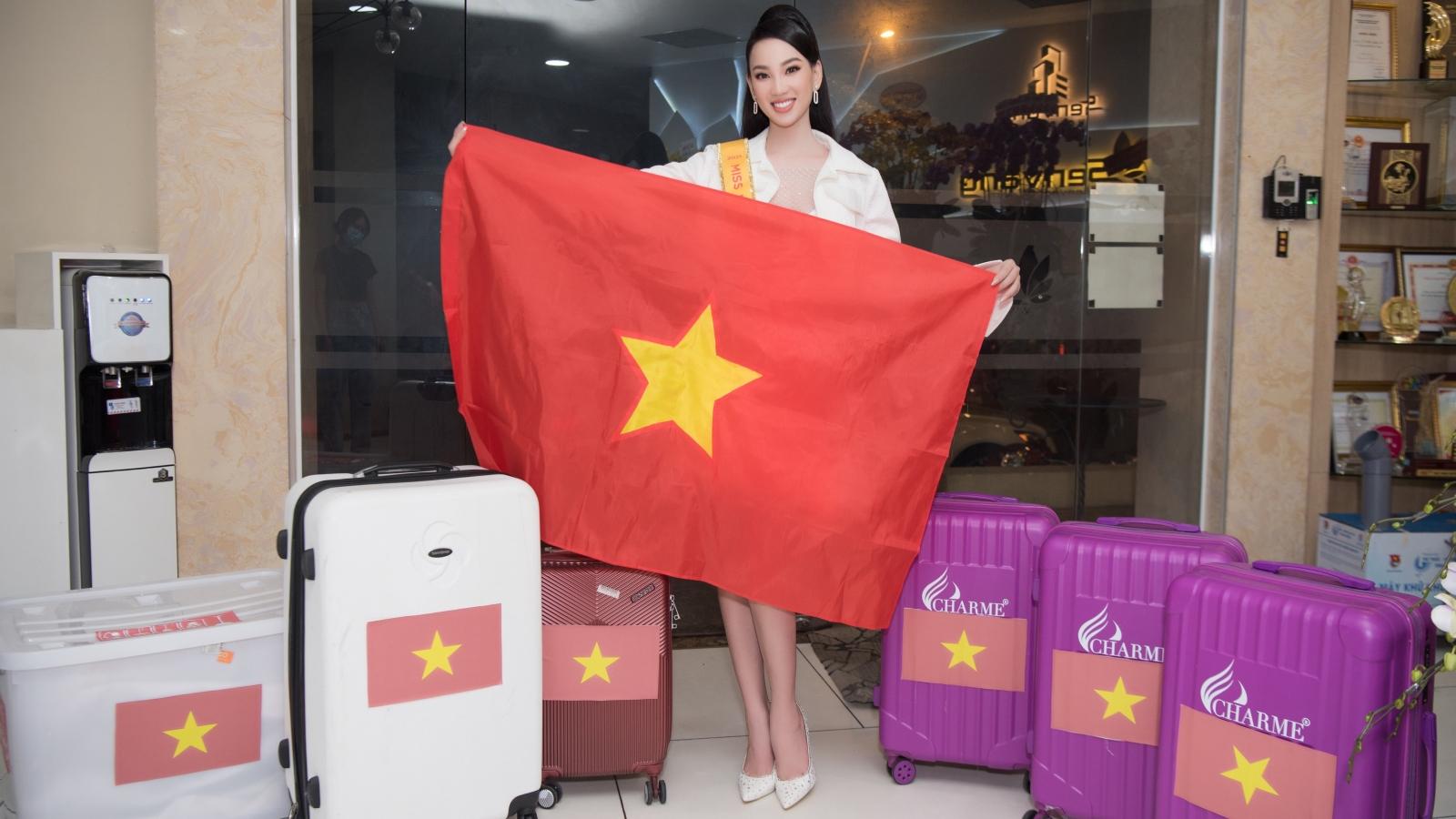 Người đẹp Ái Nhi rạng rỡ lên đường sang Ai Cập dự thi Hoa hậu Liên lục địa 2021