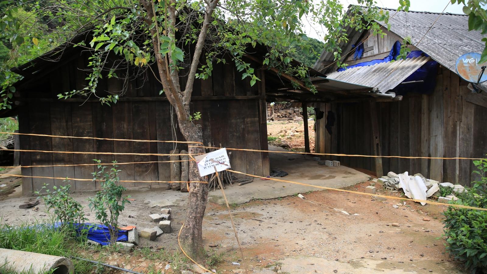 """Đưa con trai từ khu cách ly về nhà """"làm vía"""" Bí thư xã ở Nghệ An bị cách chức"""