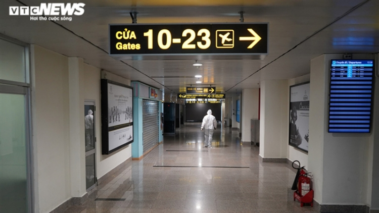 Largest airport in Vietnam falls quiet as services remain in limbo