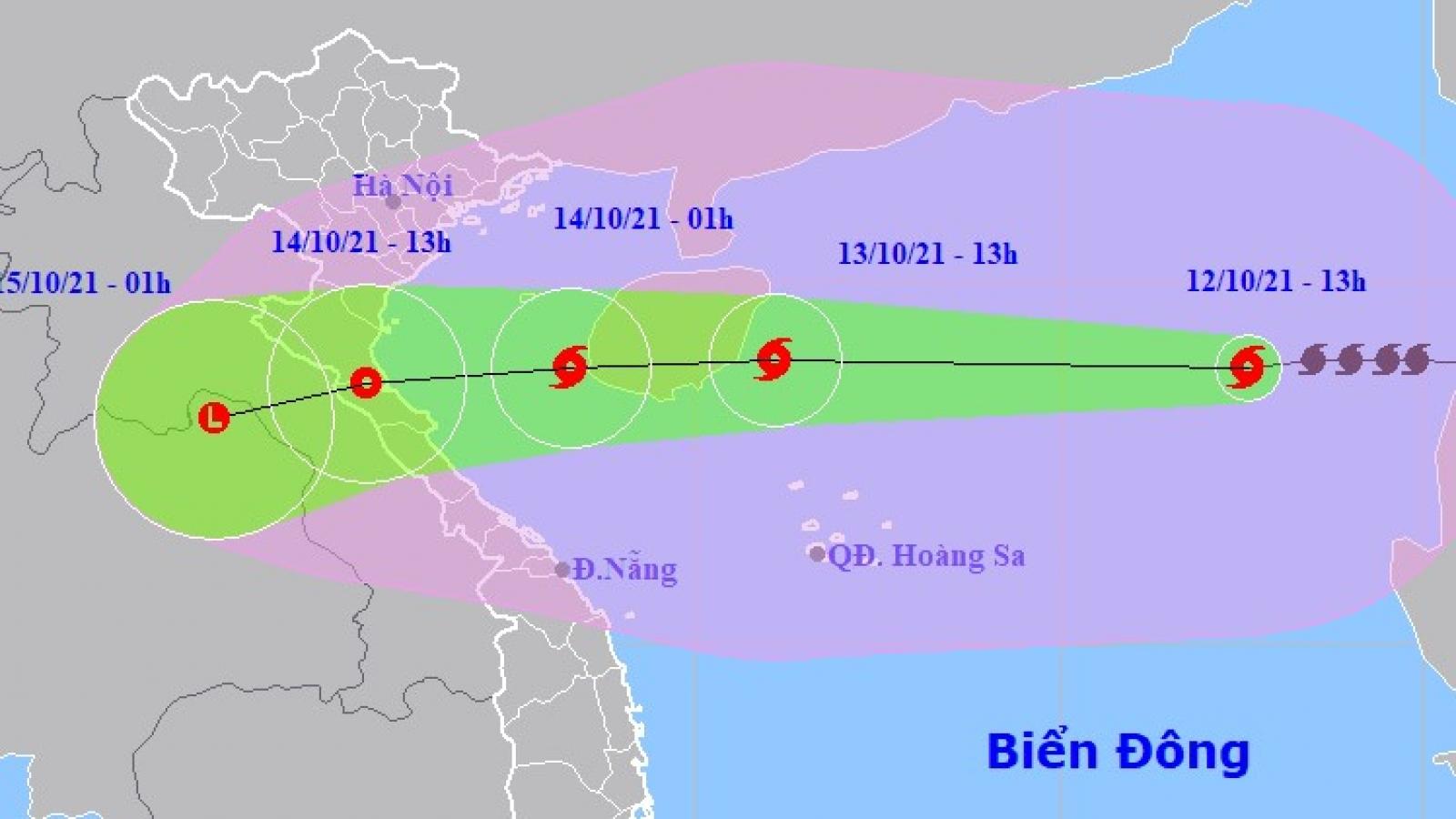 Bão số 8 cách quần đảo Hoàng Sa 610km, giật cấp 13