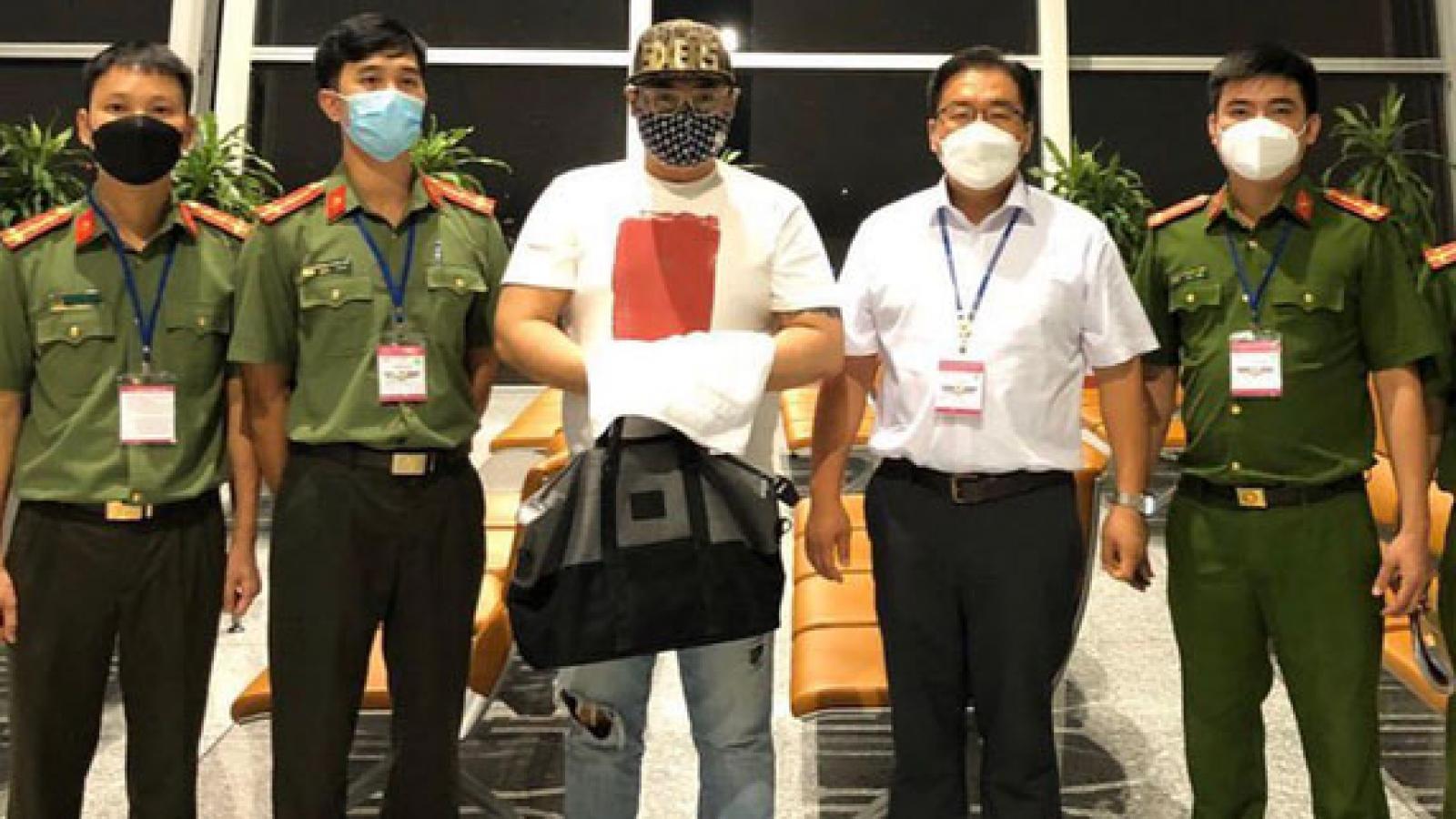 Nóng 24h: Bàn giao trùm đường dây cá độ thể thao cho cảnh sát Hàn Quốc