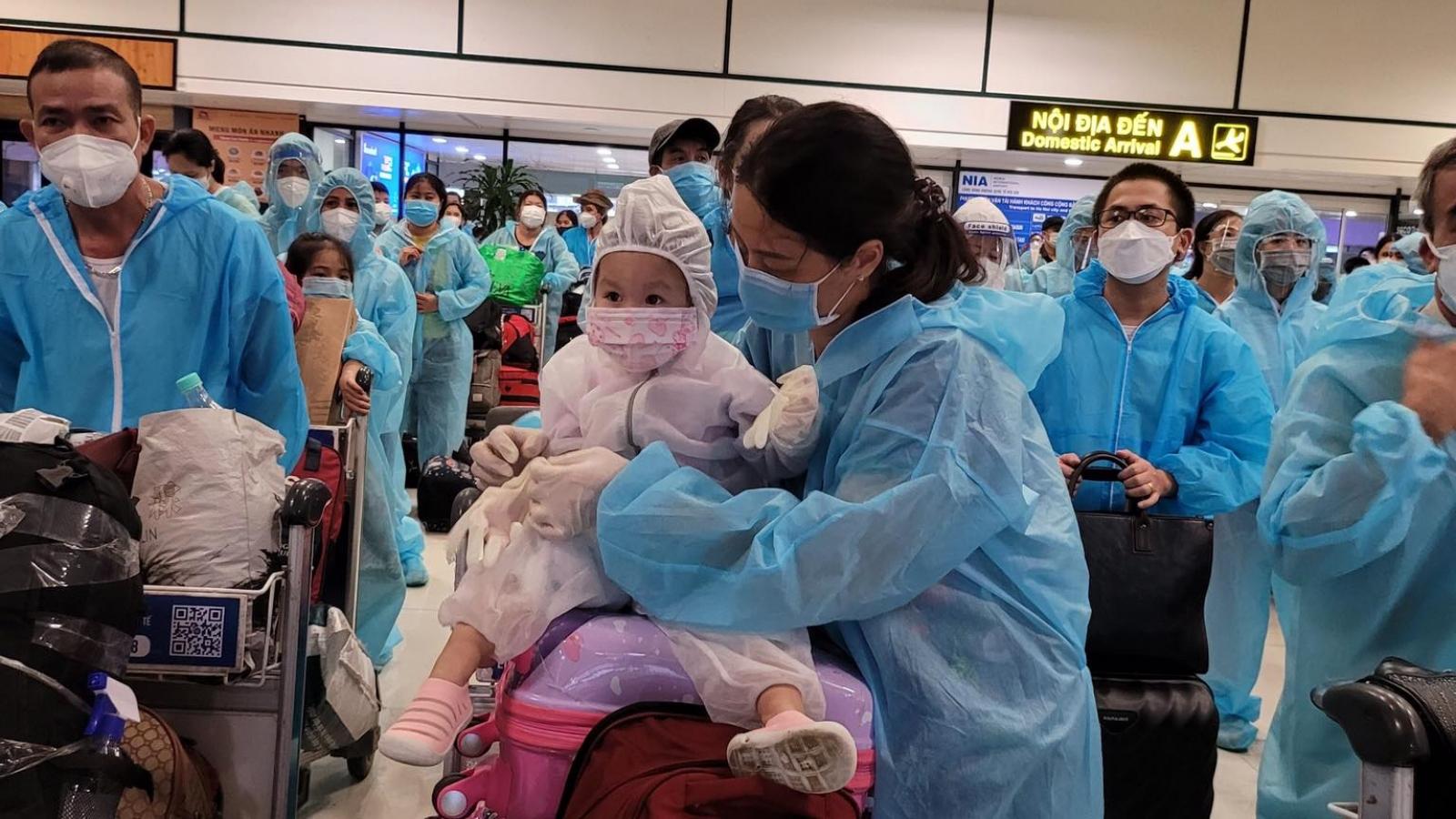 Ba chuyến bay đưa thai phụ, trẻ em, người bệnh từ TP.HCM về quê nhà Bắc Ninh