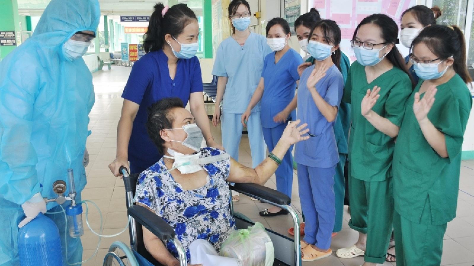 Bệnh nhân 34 ngày chạy tim phổi nhân tạo (ECMO) khỏi Covid-19