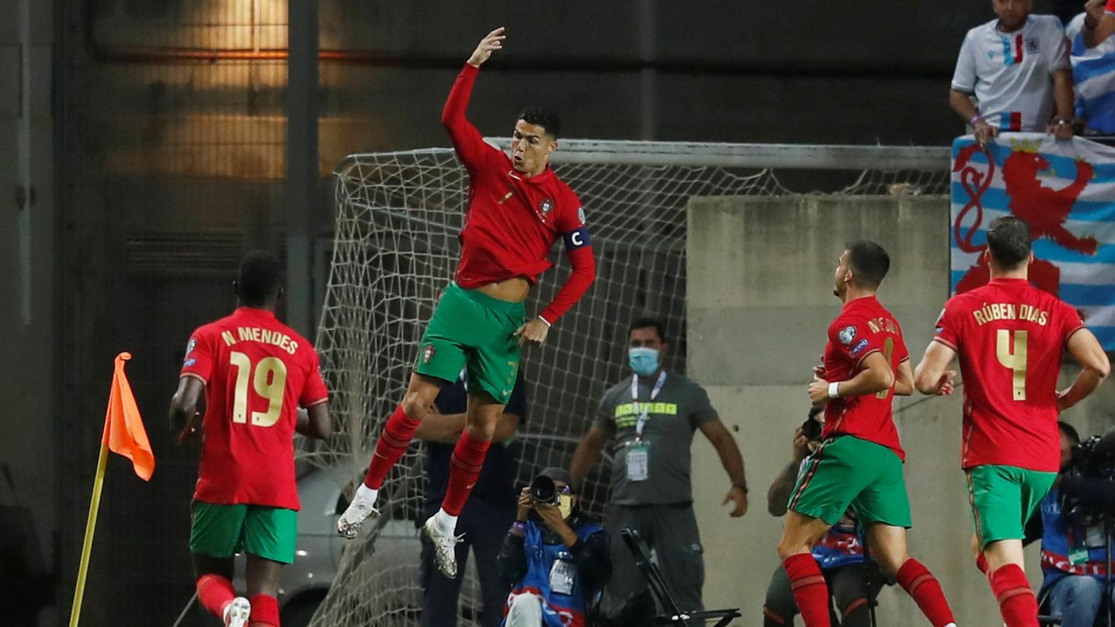 Cristiano Ronaldo lập hat-trick, Bồ Đào Nha đại thắng Luxembourg
