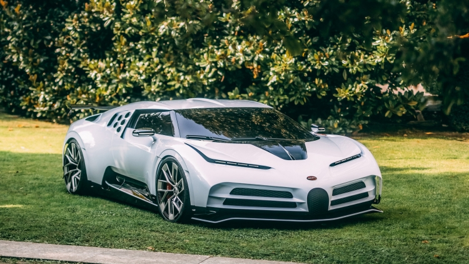 "Cận cảnh bộ đôi siêu xe ""cổ - kim"" của Bugatti"