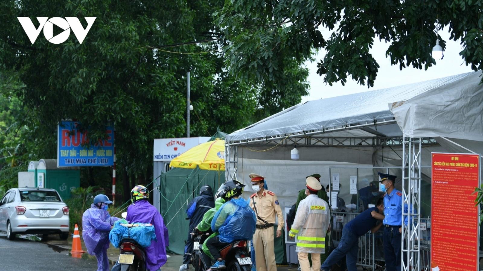 Hà Nội tiếp tục duy trì 21/22 chốt cửa ngõ để phân luồng, đảm bảo giao thông