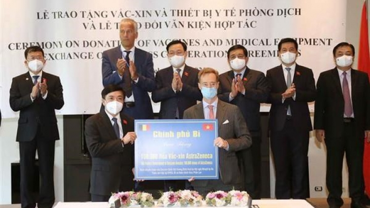 Overseas Vietnamese, int'l friends make great contributions to Vietnam's vaccine coverage
