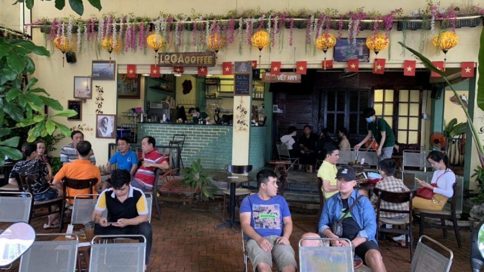 Restaurants and cafés reopen in Da Nang