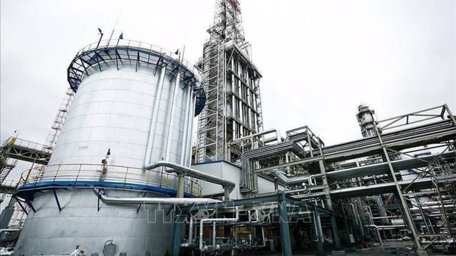 Giá dầu thế giới chạm mức cao nhất trong nhiều năm qua