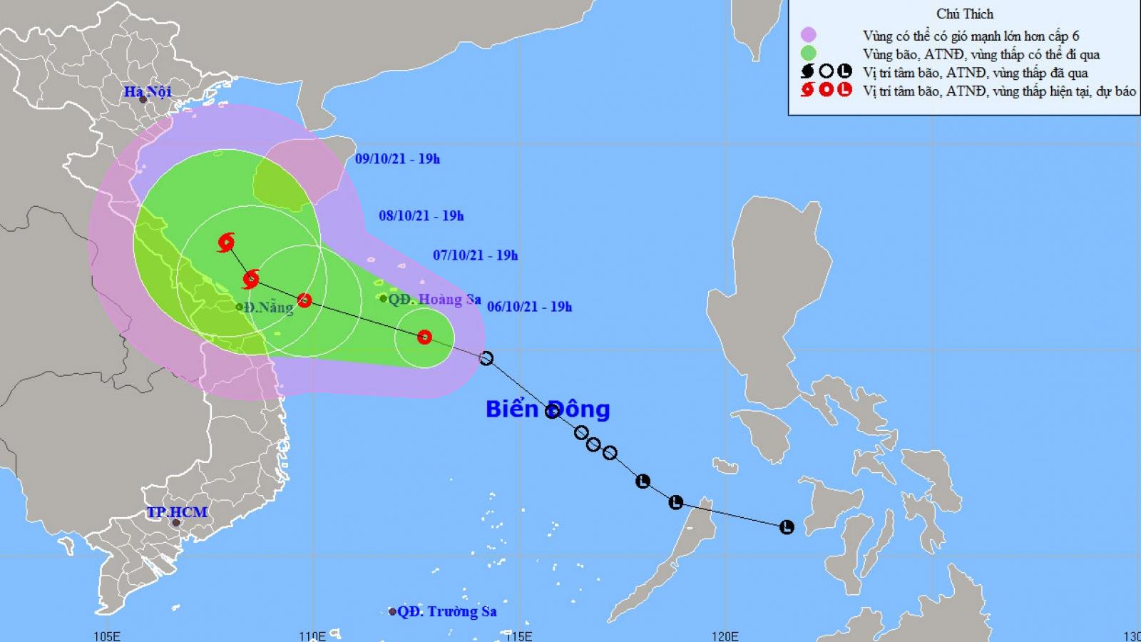 Áp thấp nhiệt đới cách quần đảo Hoàng Sa khoảng 180km về phía Nam