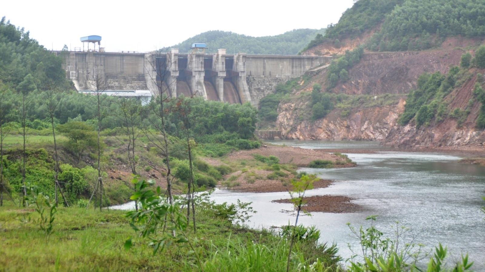 Hai vợ chồng mất tích khi đánh cá trên sông Bồ ở Thừa Thiên Huế