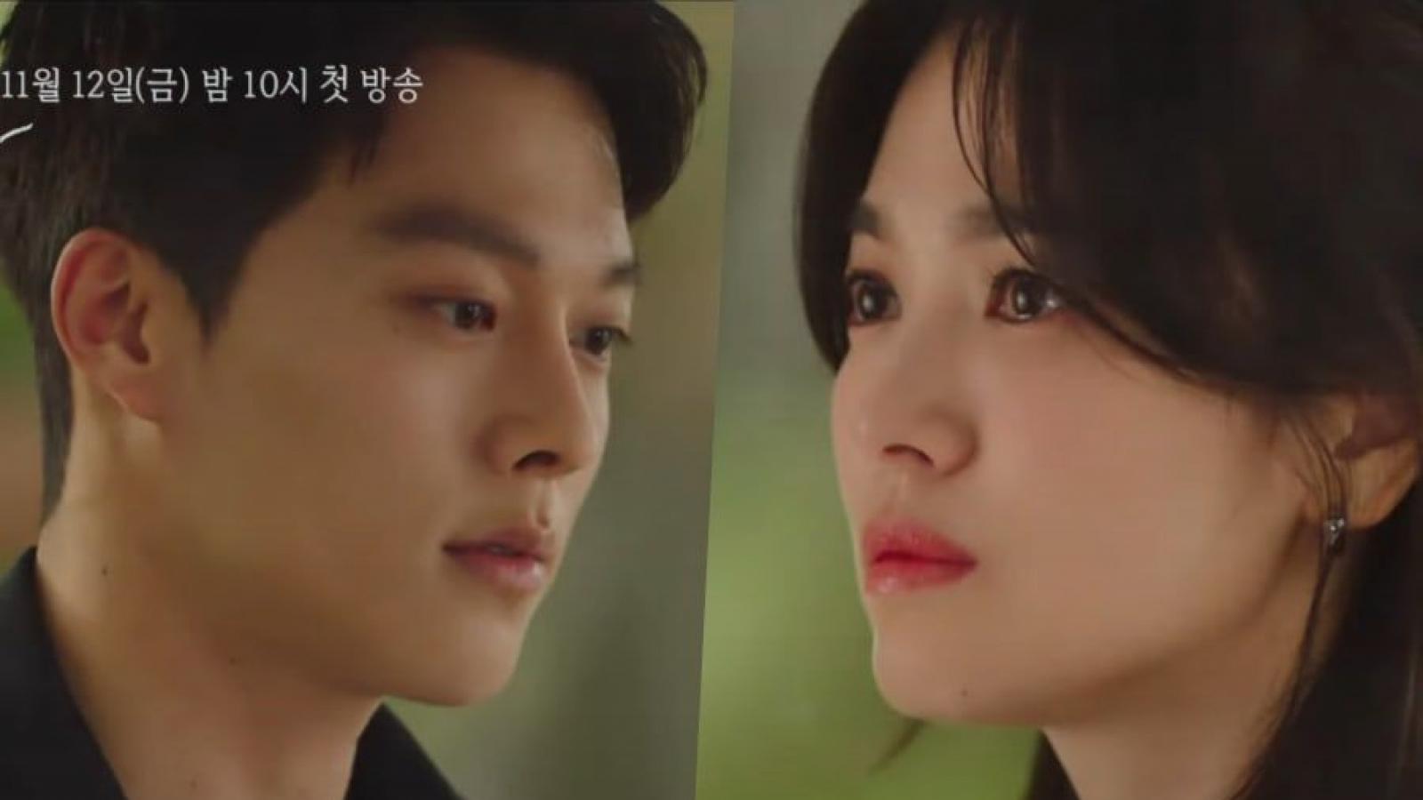 """Song Hye Kyo bật khóc dưới cơn mưa bên """"tình trẻ"""" Jang Ki Yong trong teaser phim mới"""