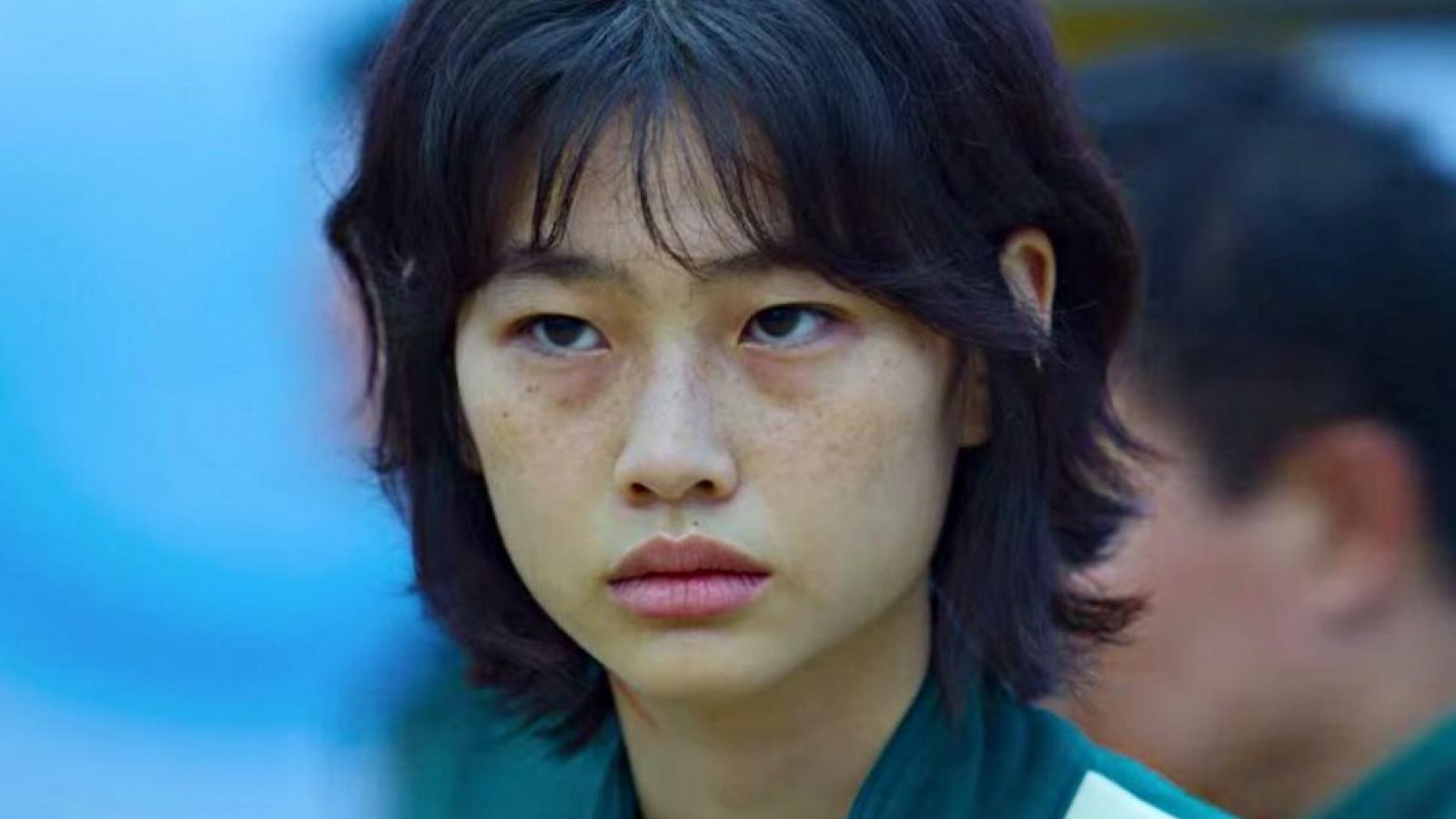 """Sao phim """"Squid game"""" vượt Song Hye Kyo, cán mốc 12,6 triệu người theo dõi trên Instagram"""