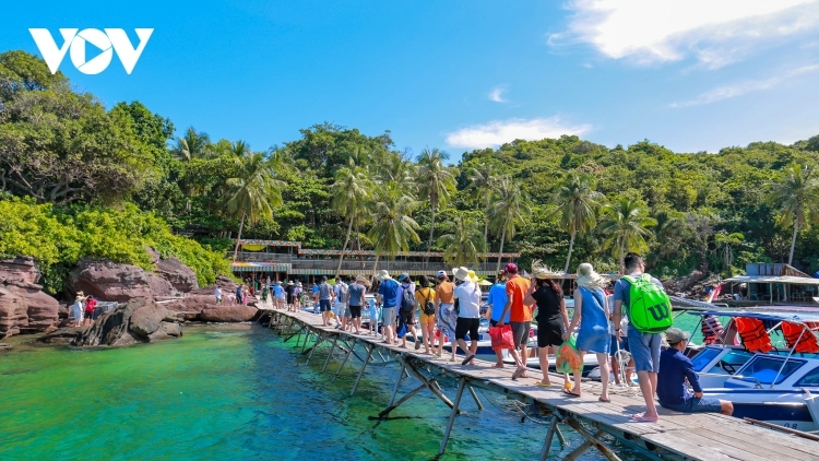 Vietnam set to fully reopen to foreign visitors by June 2022